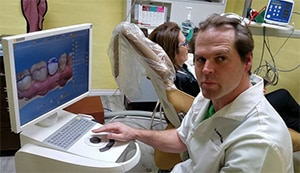Dr Derek Carson working on 3d-Image of Dental Crown